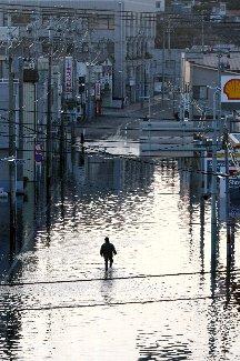 チリ大地震の影響で三陸海岸を襲う津波