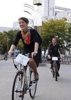 地球に優しく COP10会場に自転車で通うオランダ代表団
