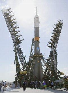 ソユーズロケット、姿現す