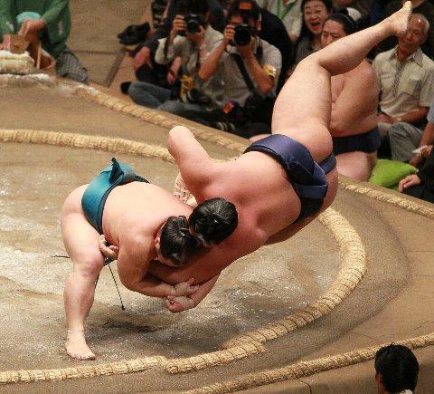 相撲でも一本背負い