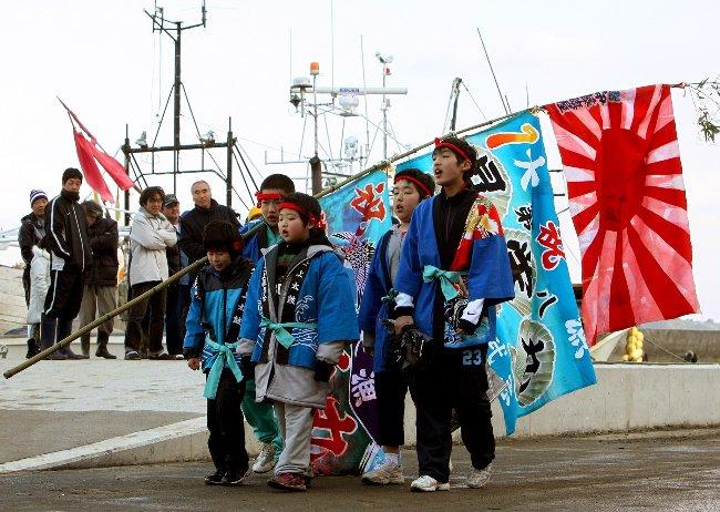 復興 大漁旗に誓う