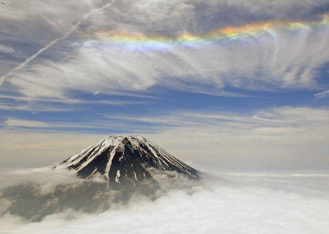 富士山上空虹の帯