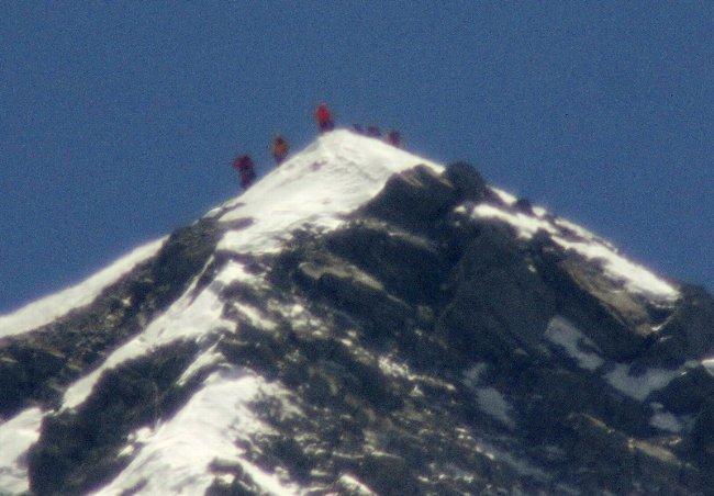 80歳三浦さん、エベレスト最高齢で成功