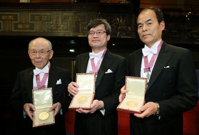 青色LED開発者にノーベル賞
