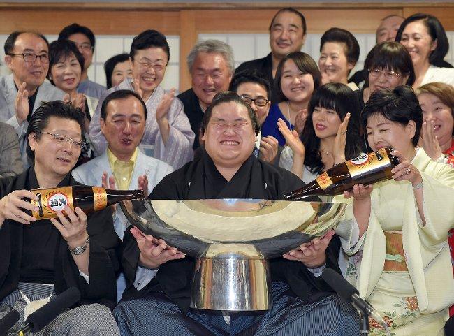 笑顔の照ノ富士